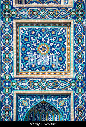 Detail of tilework in Jameh mosque, Yazd, Iran. - Stock Photo