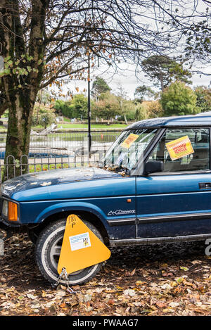 An untaxed Land Rover Discovery 4x4 vehicle clamped and ticketed. - Stock Photo