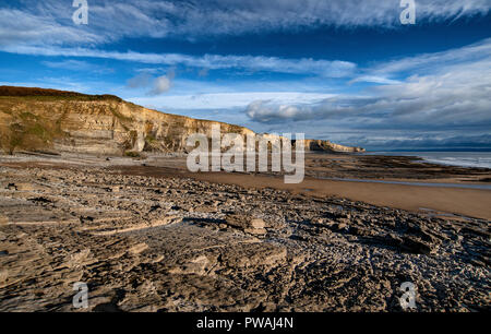 Temple Bay on the Vale of Glamorgan Heritage Coast, South Wales. Looking south east along the beach and cliffs from Witches Point. - Stock Photo