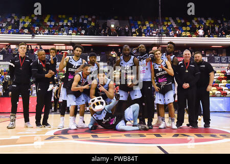 London, UK. 14th Oct, 2018. The team of Surrey Scorchers at winner's presentation during British Basketball - ALL STARS BASKETBALL 2018 at Copper Box Arena on Sunday, 14 October 2018. LONDON ENGLAND.  (Editorial use only, license required for commercial use. No use in betting, games or a single club/league/player publications.) Credit: Taka Wu/Alamy Live News - Stock Photo