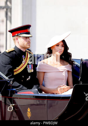 Prince Harry and Meghan, Duchess of Sussex leave at Buckingham Palace in London, on June 09, 2018, to attend Trooping the colour, the Queens birthday parade Photo : Albert Nieboer/Netherlands OUT/Point de Vue OUT - NO WIRE SERVICE - Photo: Albert Nieboer/RoyalPress/dpa | usage worldwide - Stock Photo