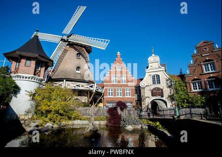 Soltau, Lower Saxony. 14th Oct, 2018. A windmill and replicas of Dutch residential buildings can be found in the Dutch quarter of Heide-Park. Credit: Hauke-Christian Dittrich/dpa/Alamy Live News - Stock Photo