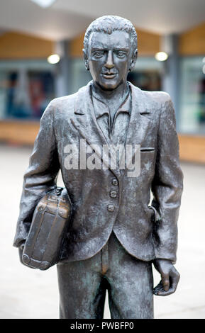 Soltau, Lower Saxony. 14th Oct, 2018. The sculpture 'The Emigrant' by the artist Provenziani Quinto, created in 2004, stands in front of the main station. Credit: Hauke-Christian Dittrich/dpa/Alamy Live News - Stock Photo