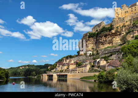 The village and chateau of Beynac-et-Cazenac on the Dodogne River in the Dordogne region of France. - Stock Photo