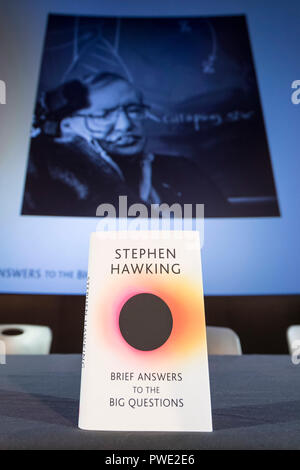 London, UK. 15th Oct, 2018. Photo taken on Oct. 15, 2018 shows a copy of 'Brief Answers to the Big Questions', the final book by Stephen Hawking, with a projected image of Stephen Hawking behind, at the book's global launch at the Science Museum in London, Britain. Credit: Stephen Chung/Xinhua/Alamy Live News - Stock Photo