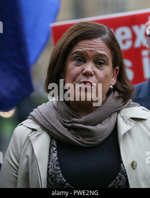 Westminster, UK, 15th Oct 2018. Mary Louise McDonald (m), Leader of Irish Republican Party Sinn Féin, and Teachta Dála (TD) for Dublin Central, makes a statement to press on the lawn outside Houses of Parliament, following Theresa May's speech in the Commons earlier. McDonald re-iterates previous statements that a time-limited backstop is unacceptable to her party and expresses her concern over whether Irish interests will be appropriately protected. Credit: Imageplotter News and Sports/Alamy Live News - Stock Photo