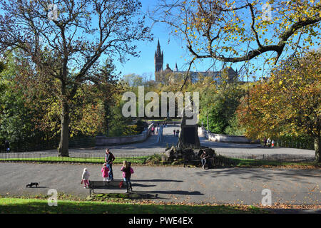 15th, October, 2018. A sunny Autumn day overlooking the HLI monument and bridge over the river Kelvin in Kelvingrove Park, Glasgow, Scotland, UK, Europe. - Stock Photo