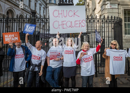 London, UK. 16th October, 2018. 'Chuck Chequers' Pro-Brexit campaigners outside Downing Street on the morning of an extended cabinet meeting. Credit: Guy Corbishley/Alamy Live News - Stock Photo