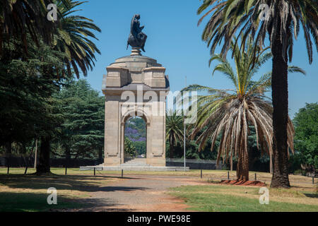 Johannesburg, South Africa, 16 October, 2018. The Anglo Boer War Memorial, in Saxonworld, is seen against a clear blue sky as summer approached South Africa. Originally called the Rand Regiments Memorial, the monument was dedicated to the men of the Witwatersrand who joined as British soldiers in the Rand Regiments and who died during the Second Boer War (1899-1902). The memorial was renamed and rededicated on 10 October 10, 1999, to all people who died during the Second Boer War. Credit: Eva-Lotta Jansson/Alamy Live News - Stock Photo