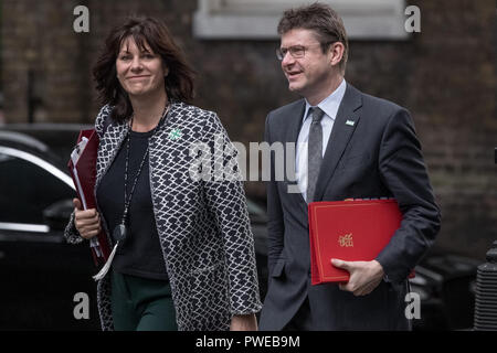 London, UK. 16th October, 2018. Ministers arrive for an extended Cabinet meeting at 10 Downing Street. Credit: Guy Corbishley/Alamy Live News - Stock Photo