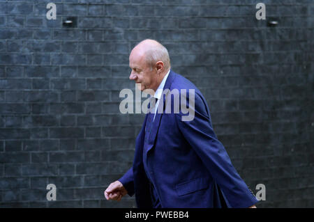 Downing Street, London, UK. 16 October 2018. A steady stream of Conservative MPs and Peers arrive and leave Downing Street for an extended cabinet meeting where Brexit backstop decision is being discussed. Image: MP Damian Green arriving. Credit: Malcolm Park/Alamy Live News. - Stock Photo