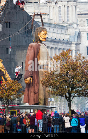 Liverpool, UK. 7th October 2018. Day 3 of the Royal De Luxe Giant Spectacular, The big giant walks along Mann Island on his last day in Liverpool. - Stock Photo