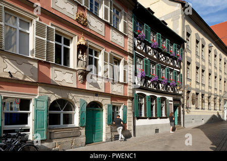 D-Bamberg, Regnitz, Main-Danube Canal, Upper Franconia, Franconia, Bavaria, alehouse Zum Schlenkerla in the old town, brewery, half-timbered house, green shutters, people, tourists, UNESCO World Heritage Site - Stock Photo