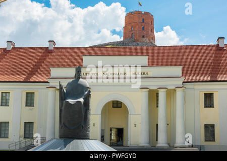View of the entrance to the National Museum Of Lithuania with the Castle Tower sited on Gediminas Hill behind the building, Vilnius, Lithuania. - Stock Photo