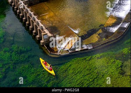 France. Vaucluse (84. Fontaine-de-Vaucluse. Galas district. Canoe trip on the Sorgue River - Stock Photo