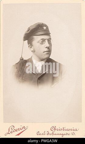 Brystbilde av ukjent mann, fotograf Axel Leverin OB.F24029at. - Stock Photo