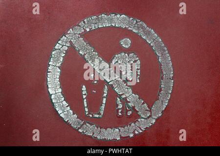 Cracked sign deposit waste garbage - Stock Photo