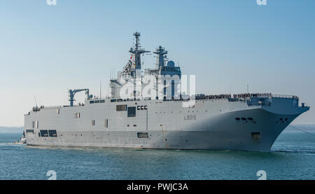 The French Navy 'Mistral' class amphibious assault ship FS Dixmude arrives for a short visit to Portsmouth, UK to load troops & equipment on 16/10/18. - Stock Photo
