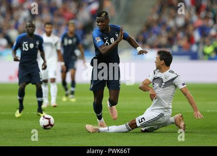 Paris, France. 16th Oct, 2018. firo: 16.10.2018, Football, Lander, National Team, Season 2018/2019, UEFA Nations League, FRA, France - GER, Germany POGBA versus HUMMELS | usage worldwide Credit: dpa/Alamy Live News - Stock Photo