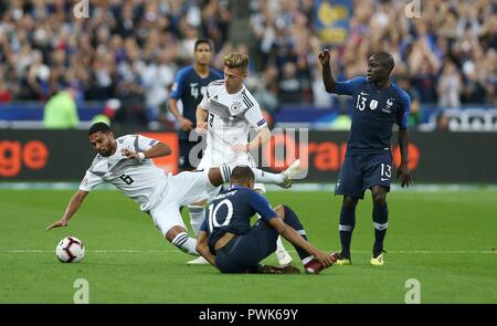 Paris, France. 16th Oct, 2018. firo: 16.10.2018, Football, Landerspiel, National Team, Season 2018/2019, UEFA Nations League, FRA, France - GER, Germany GNABRY, KIMMICH | usage worldwide Credit: dpa/Alamy Live News - Stock Photo