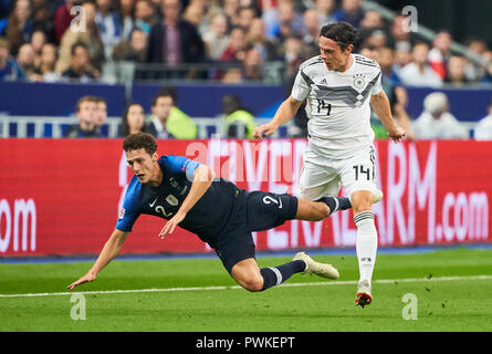 Paris, France. 16th Oct 2018. France  - Germany, Soccer, Paris, October 16, 2018 Nico SCHULZ, DFB 14 checks Benjamin PAVARD, FRA 2  compete for the ball, tackling, duel, FRANCE  - GERMANY 2-1 Football Nations League, Season 2018/2019,  October 16, 2018  Paris, Germany. © Peter Schatz / Alamy Live News - Stock Photo
