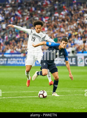 Paris, France. 16th Oct 2018. France  - Germany, Soccer, Paris, October 16, 2018 Leroy SANE, DFB 19   compete for the ball, tackling, duel, header against Benjamin PAVARD, FRA 2  FRANCE  - GERMANY 2-1 Football Nations League, Season 2018/2019,  October 16, 2018  Paris, Germany. © Peter Schatz / Alamy Live News - Stock Photo