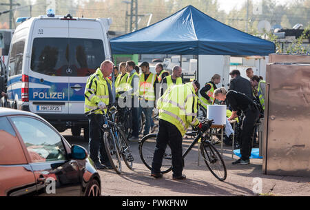 Munich, Bavaria. 17th Oct, 2018. Police employees check bicycles on company premises in the Rothenburgsort district. During a raid this morning, police seized numerous possibly stolen bicycles. Credit: Daniel Bockwoldt/dpa/Alamy Live News - Stock Photo