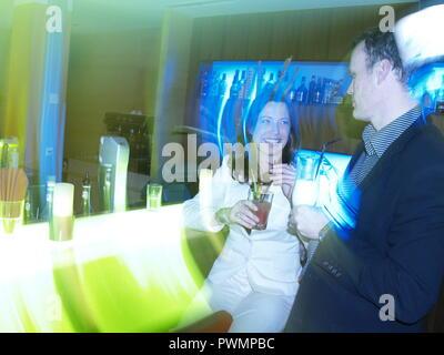 Paar an der Hotelbar - Couple at the Hotel Bar - Stock Photo
