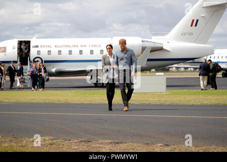 The Duke and Duchess of Sussex arrive at Dubbo airport, in Australia, on the second day of the Royal couple's tour to the country. - Stock Photo