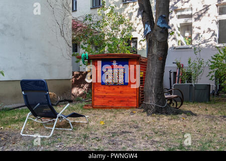 Berlin, Mitte .Children's play area with puppet theatre between buildings. Urban green space - Stock Photo