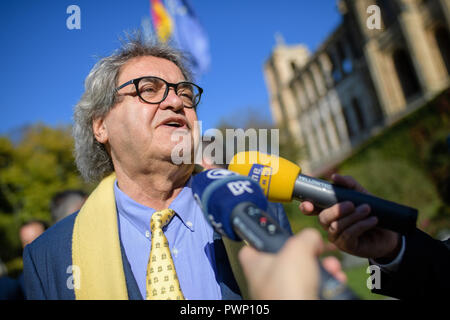 Munich, Bavaria. 17th Oct, 2018. Helmut Markwort gives an interview to the Bavarian parliament. At the age of 81, Markwort moves into the new state parliament as age president for the FDP. Until a Landtag President is elected, Markwort will chair the first session of Parliament in this capacity. Credit: Matthias Balk/dpa/Alamy Live News - Stock Photo