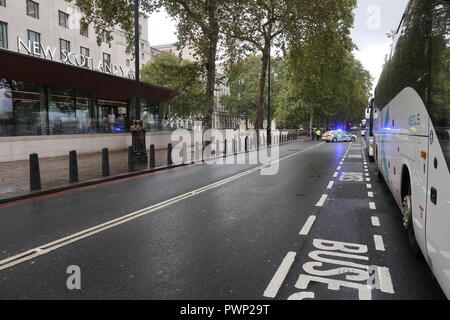 London, UK. 17th Oct, 2018. Police close Victoria Embankment near Parliament to deal with suspicious package in Whitehall Gardens, behind Ministry of Defence building and adjacent to New Scotland Yard Credit: Brian Duffy/Alamy Live News - Stock Photo
