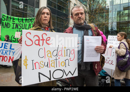 London, UK. 17th October, 2018. Leaseholder Beverley Reynolds-Logue from Manchester and Phil Murphy of Fuel Poverty Action prepare to present a letter to the Secretary of State for Housing, Communities and Local Government to demand urgent action and funding to protect tower block residents both from fire and from cold. The 140 signatories of the letter include MPs, councillors, trade union bodies and campaign groups focused on housing, poverty, discrimination, health, energy and climate. Credit: Mark Kerrison/Alamy Live News - Stock Photo
