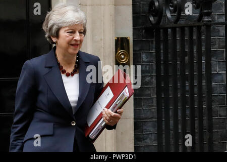 London, UK. 17th Oct, 2018. Britain's Prime Minister Theresa May leaves, ahead of ahead of an EU summit in Brussels, from 10 Downing Street in London, Wednesday October 17, 2018. Credit: Luke MacGregor/Alamy Live News - Stock Photo