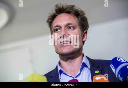 Munich, Bavaria, Germany. 17th Oct, 2018. LUDWIG HARTMANN of the Green Party. The Bavarian CSU party today began talks in the Landtag to determine with whom they will build their coalition government. The Green Party were present for the second half of the day, with both sides discussing their differences, but also the productivity of the talks, despite a sometimes bitter rivalry. Credit: Sachelle Babbar/ZUMA Wire/Alamy Live News - Stock Photo