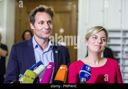 Munich, Bavaria, Germany. 17th Oct, 2018. LUDWIG HARTMANN and KATHARINA SCHULZE of the Green Party. The Bavarian CSU party today began talks in the Landtag to determine with whom they will build their coalition government. The Green Party were present for the second half of the day, with both sides discussing their differences, but also the productivity of the talks, despite a sometimes bitter rivalry. Credit: Sachelle Babbar/ZUMA Wire/Alamy Live News - Stock Photo