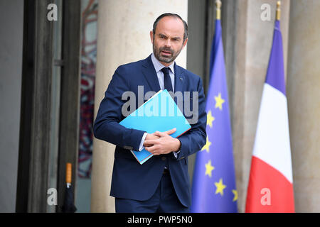Paris. 17th Oct, 2018. French Prime Minister Edouard Philippe leaves the Elysee Palace after the cabinet meeting in Paris, France on Oct. 17, 2018. French President Emmanuel Macron on Tuesday named Christophe Castaner, one of his main backers, to supervise interior affairs and replace Gerard Collomb, in his latest cabinet reshuffle. Credit: Jack Chan/Xinhua/Alamy Live News - Stock Photo