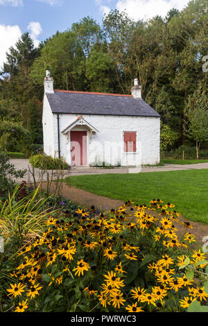 The Lock Keeper's Cottage on the Lagan towpath in Lagan Valley Regional Park near Shaws Bridge, Belfast,  N.Ireland. - Stock Photo