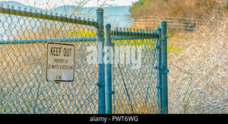 Keep Out sign on mesh fence in San Clemente CA - Stock Photo