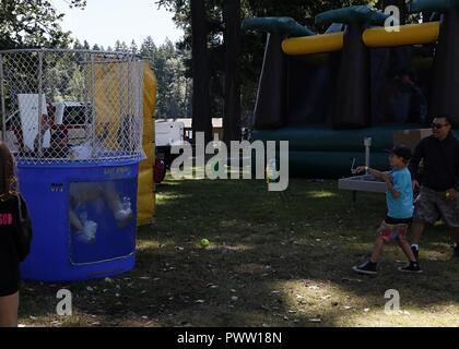 Soldiers and family members of 1st Special Forces Group (Airborne) take part in a dunk tank at Shoreline Park, Joint Base Lewis-McChord as part of 1SFG's (A) Organizational Day held June 22nd. - Stock Photo
