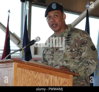 """Incoming U.S. Army Alaska Aviation Task Force Commander Col. Glen Heape addresses the """"Arctic Falcons"""" and USARAK and Fort Wainwright leadership for the first time June 29 at the UATF change of command at Fort Wainwright, Alaska. - Stock Photo"""