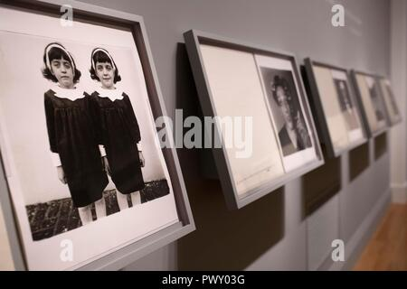 Washington, DC, USA. 17th Oct, 2018. Photo taken on Oct. 17, 2018 shows artworks exhibited at the Smithsonian American Art Museum in Washington, DC, the United States. The exhibition showed Diane Arbus's portfolio titled 'A box of ten photographs' which she has been working on since 1969. Credit: Liu Jie/Xinhua/Alamy Live News - Stock Photo