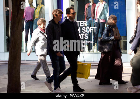 London, UK. 18th Oct, 2018. Pavements are busy with Early Christmas shoppers in Oxford and Regent Street in London. With sales starting earlier each year, people make the most of hopefully buying a bargain. Credit: Keith Larby/Alamy Live News - Stock Photo