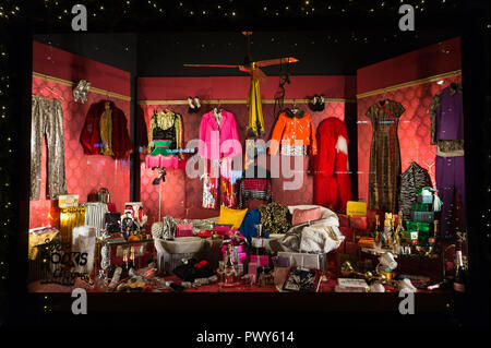 London, UK. 18th Oct, 2018. Photo taken on Oct. 18, 2018 shows Selfridges department store's Christmas windows display 'Selfridges Rocks Christmas' in central London, Britain. Credit: Ray Tang/Xinhua/Alamy Live News - Stock Photo