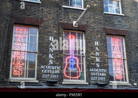Hanks Acoustic Guitars. Shop exterior, Tin Pan Alley / Denmark Street, London, England - Stock Photo