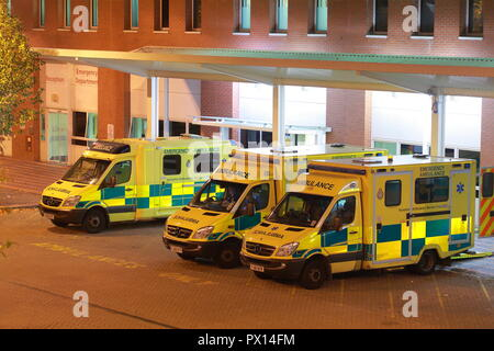 Ambulances at Leeds General Infirmary Accident & Emergency Department - Stock Photo
