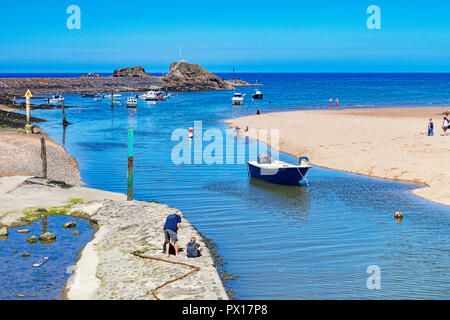 7 July 2018: Bude, Cornwall, UK - The canal at high tide, as holidaymakers enjoy the continuing warm weather. - Stock Photo