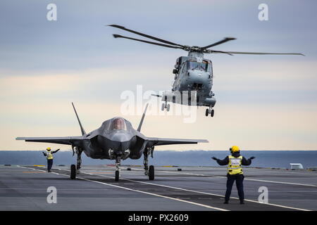 181013-N-ZZ999-007 NORTH ATLANTIC (Oct. 13, 2018) An F-35 Lightning II assigned to the F-35 Integrated Test Force at Naval Air Station Patuxent River, Md., conducts the first ever shipborne rolling vertical landing (SRVL) aboard the Royal Navy aircraft carrier HMS Queen Elizabeth (R08). (U.S. Navy photo courtesy of the Royal Navy/Released) - Stock Photo