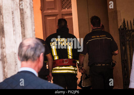 Rome, Italy. 18th Oct, 2018. Principle of fire inside the palace ferraioli in the center of Rome near Palazzo Chigi, seat of the Italian government. on October 18, 2018 in Rome, Italy Credit: Andrea Ronchini/Pacific Press/Alamy Live News - Stock Photo