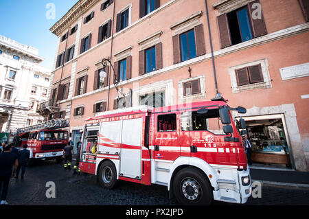 Rome, Italy. 18th Oct, 2018. fire brigade vehicles the palace ferraioli in the center of Rome near Palazzo Chigi, seat of the Italian government. on October 18, 2018 in Rome, Italy Credit: Andrea Ronchini/Pacific Press/Alamy Live News - Stock Photo